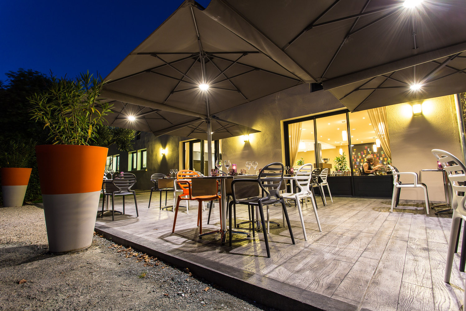 La Terrasse by night – Restaurant de Tradition La Virgule – Niort